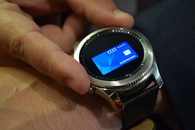 专利显示 三星将在手表侧边添加一圈小屏幕