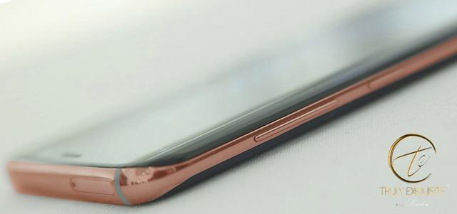 24K纯金的定制S8现身 售价两万送一枚镀金充电宝