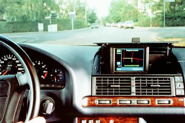 奔驰欲为E级轿车配自动驾驶技术 系统当副驾驶