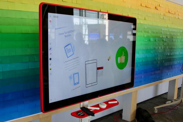 55寸谷歌Jamboard触控显示屏试玩 萌萌哒白板