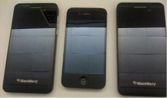 黑莓Z10对比iPhone 4S 配4.3英寸屏幕