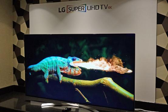LG OLED电视发布:真是薄如纸 不过要买5万多