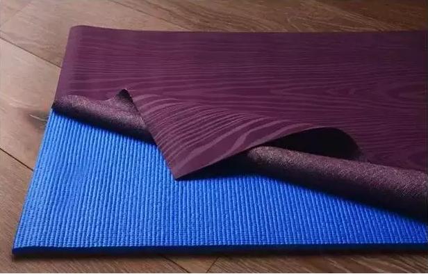 在瑜伽课上,用这张垫子镇住那些妖艳贱货
