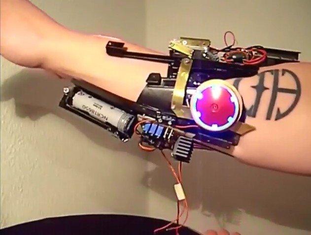 现实中的图纸侠手套钢铁激光做自图片