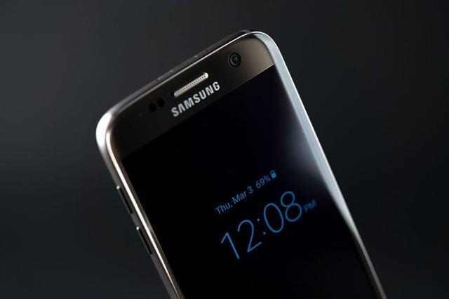 """三星S8配备的超高屏占比屏幕或称""""无限屏"""""""