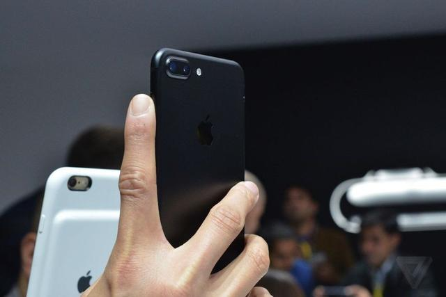iPhone 7/7 Plus试玩体验 Home键手感差劲