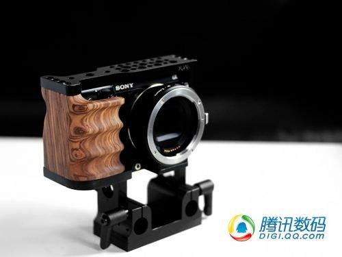 摄影新装备 索尼NEX-7木制手柄亮相