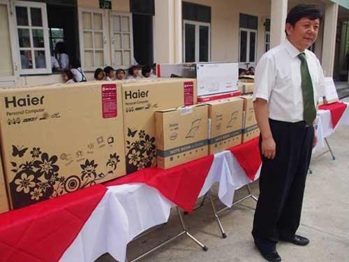 中国民间向缅甸中学捐赠海尔电脑建培训教室