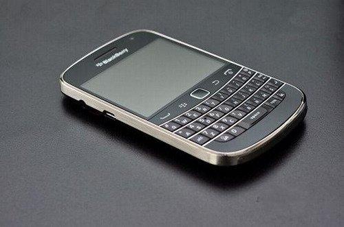 而为了获得更流畅的操控速度,黑莓bold9900还配备了1.