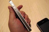 苹果iPhone 4白色版机身左侧