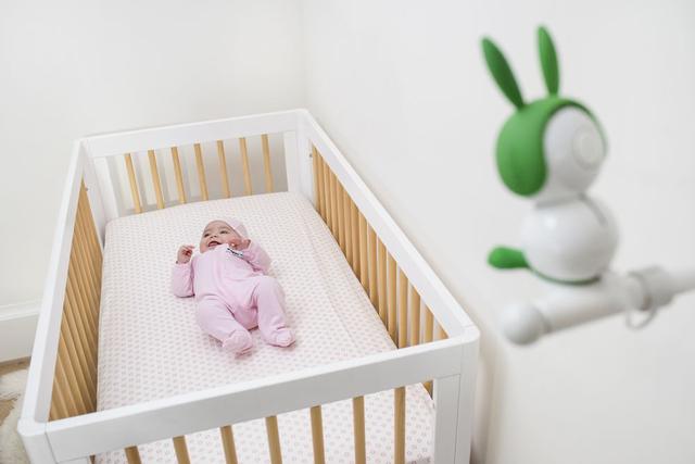 有了这款超萌的婴儿监控头 宝宝状态可以随时掌握
