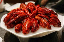 嗨吃意犹未尽?周末大连龙湖美食节万只小龙虾来袭