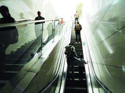 大连市17部地下通道电梯要更换
