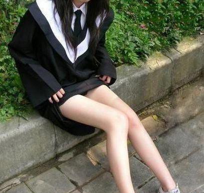少女毕业礼上激情狂欢