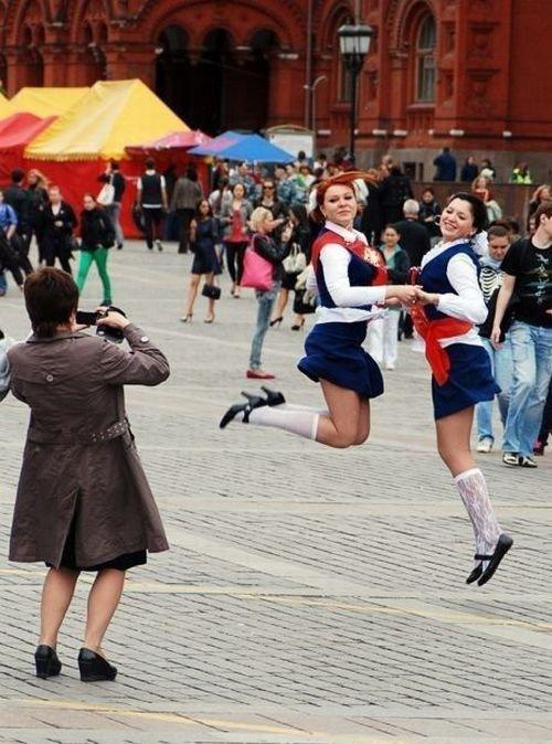 留学视角:美国or俄罗斯高中女孩谁更疯狂 竖