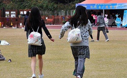 留学视角:韩国街头各种清纯校服美女