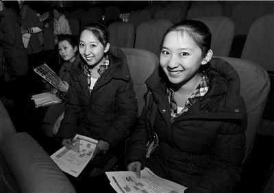北京电影学院报名首日近4000人扎堆报考