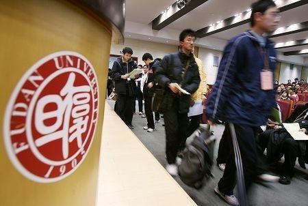 """上海将推官方""""大学排行"""" 排名决定财政拨款"""