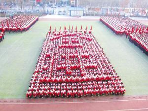 一中学激情健美操受捧 两千学生阵容让人震撼