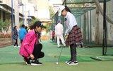 别人家的小学!高尔夫入课表