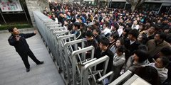 2010年:共103万人参加国家公务员考试