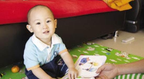 16个月神童一口标准英语 成瞩目小明星