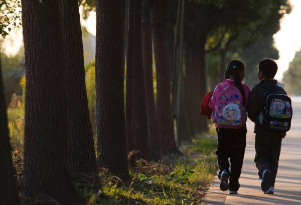 陕西教育厅:在职教师有偿补课校领导一律停职