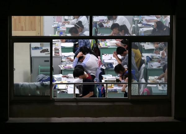 安徽一高中跨市掐尖招生 致70名高分生无学籍
