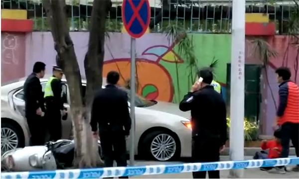家长接孩子撞倒3名学生致1死2伤 警方:排除酒驾