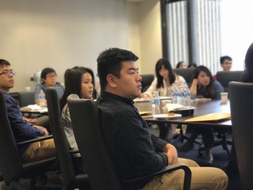 留学生压力过大硬撑或崩溃 需及时防范