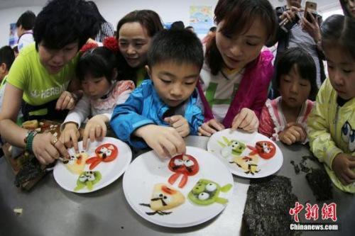 26省份出台关爱留守儿童政策 不满16岁不得独居