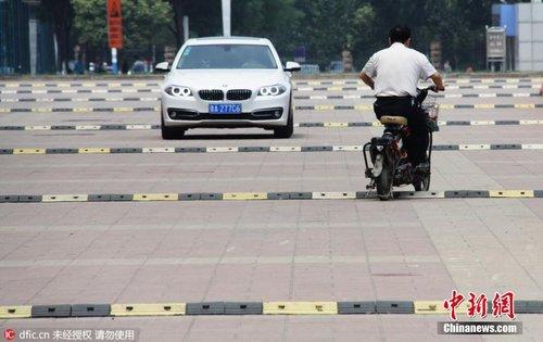 """济南现""""搓衣板""""路 200米道路装10余条减速带"""