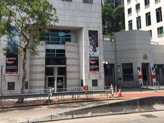 赴英留学香港学生被取消学位 只因迟迟未获签证