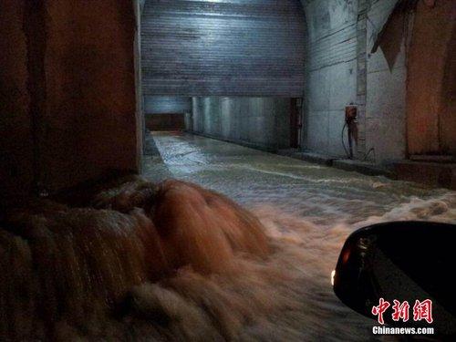 重庆奉溪高速多处涌水滑坡致交通中断