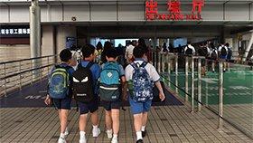 深港跨境学童:睡眼惺忪 让人心疼