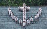 大学生拍毕业照全班都是男生