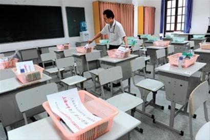 上海:交卷铃声一响 高考作文题就公布(组图)
