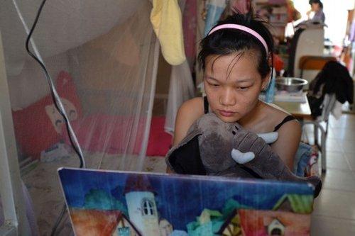 广西大学新闻传播学院女研究生黄燕的系列摄影作品《女大学生宿舍》图片
