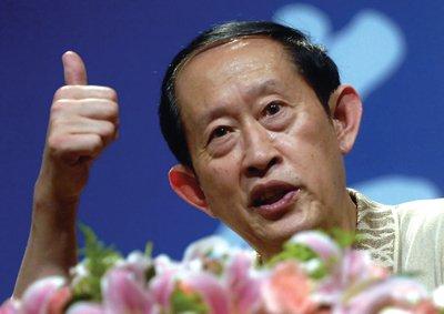 王立群评2011年高考作文:上海题目最出色
