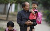59岁教师坚守孤岛小学