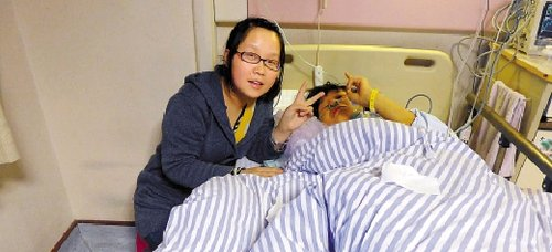 病床上病人照片