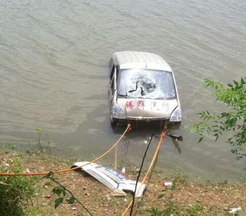 江西两高中女生被男子带走次日溺亡 官方介入