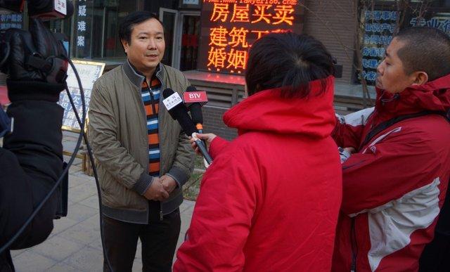 """""""中国就业性别歧视第一案""""和解 女生获赠3万"""