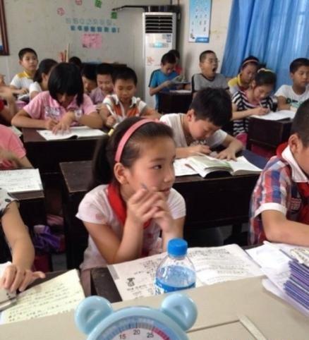 修改病句:每个小学生都应该上课专心听讲的好习惯.