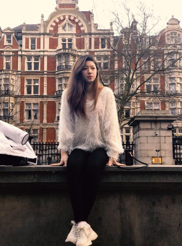 19岁高颜值双胞胎精通四国语言 被牛津和剑桥录取