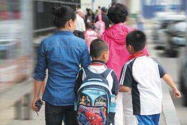 陈宝生:接孩子让家长揪心 欲实行弹性放学时间
