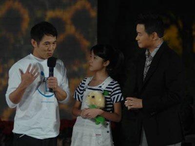 李连杰被特邀担任大腕级教师 接受现场采访
