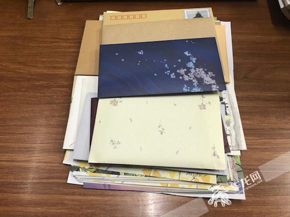 语文教师用写信架起师生沟通桥梁:17年获千封学生书信