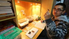 男生在寝室里四年饲养万余只昆虫