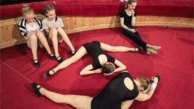 俄罗斯艺考生入学试镜 秀高难动作